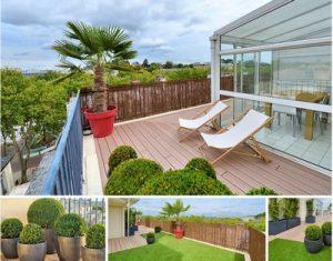 Un logement avec une belle terrasse en bois zen habitat for Belle terrasse en bois